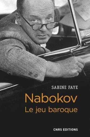 Vladimir Nabokov (1899-1977), l'auteur célèbre des romans Lolita et Ada, est un écrivain aux multiples facettes. Imprégné de culture classique, passant d'une langue à l'autre, d'un pays à l'autre, il se démarque de ses contemporains et crée une oeuvre jubilatoire qui joue avec les codes et les conventions littéraires. Les habitudes de perception du lecteur sont constamment mises en question : une telle indétermination favorise les jeux d'illusions et les dédoublements caractéristiques de l'esthétique baroque. Le masque et le miroir sont les instruments privilégiés de cette écriture poétique. C'est cet univers en perpétuelle métamorphose, où se mêlent mise en abyme du récit, rêves et trompe-l'oeil, qui nous est présenté en détail dans cet ouvrage.