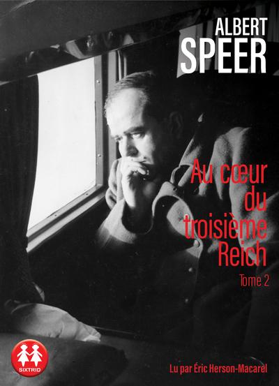 Les mémoires d'Albert Speer sont un document exceptionnel à plus d'un titre: témoignage d'un des plus hauts dignitaires nazis, il relate en détail le fonctionnement de l'appareil d'État vu de l'intérieur, avec le mélange de rationalité bureaucratique et de soumission à l'arbitraire du chef qui le caractérise. Mais c'est aussi l'itinéraire d'un homme brillant, architecte de talent, qui est rapidement séduit par Hitler et qui va progressivement mettre son intelligence et ses compétences au service de la machine de guerre nazie et d'une idéologie totalitaire. Ce n'est que dans les tous derniers mois du régime que ses yeux se dessillent et qu'il manifeste quelques velléités d'indépendance: il aura auparavant, comme ministre de l'Armement, organisé la production d'armes et de munitions avec une efficacité redoutable, orchestrant le travail forcé des prisonniers de guerre, de ceux des camps de concentration et des recrues du travail obligatoire. Cet ouvrage lucide ne cherche ni à justifier ni à amoindrir la responsabilité de l'auteur, qui affirme: «Je n'ai pas seulement voulu raconter, mais aussi comprendre.» Rapportant le nazisme à une perversion de la logique technicienne de notre époque, il nous livre aussi une interrogation sur l'énigme de l'aveuglement et de la servitude volontaire.  Adhérent au parti nazi dès 1931, Albert Speer (1905-1981) est l'architecte en chef du parti nazi. Condamné à vingt ans de prison à Nuremberg, il est libéré en 1966.
