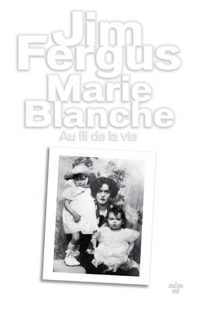1995, région des GrandsLacs. Jim Fergus rend visite à sa grand-mère, Renée, 96ans. Fille d'aristocrates français désargentés, mariée troisfois, celle-ci a connu un destin hors du commun qui l'a menée de son petit village natal de la région de Senlis jusqu'aux États-Unis, en passant par les sables de l'Égypte. D'un caractère entier, froide et tyrannique, elle a brisé la vie de sa famille, en particulier celle de sa propre fille, Marie-Blanche, la mère de Jim. Pour essayer de comprendre cette femme, et peut-être de lui pardonner, l'écrivain va tenter de retracer son parcours. Puis celui de Marie-Blanche, dont la vie a commencé comme un conte de fées avant de prendre des allures de tragédie.Jim Fergus s'inspire ici de son histoire personnelle pour nous offrir une bouleversante saga familiale. À la façon de Dalva, de Jim Harrison, il inscrit l'intime dans l'Histoire et nous présente d'inoubliables portraits de femmes dans la tourmente. On retrouve surtout dans cette fresque qui s'étend sur un siècle et troiscontinents toute la puissance romanesque de l'auteur de Mille femmes blanches associée à une force d'émotion rare.«Avec une grande pudeur, Jim Fergus retrace le destin de ces deuxfemmes et signe un livre à la fois personnel et universel, bouleversant et sensible. Une fois encore, Jim Fergus frappe très fort.»François BusnelRentrée littéraire 2021